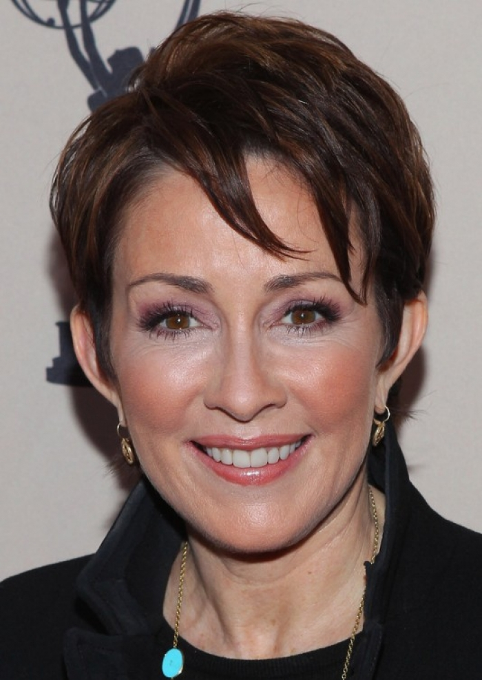 beautiful short hairstyle for older women