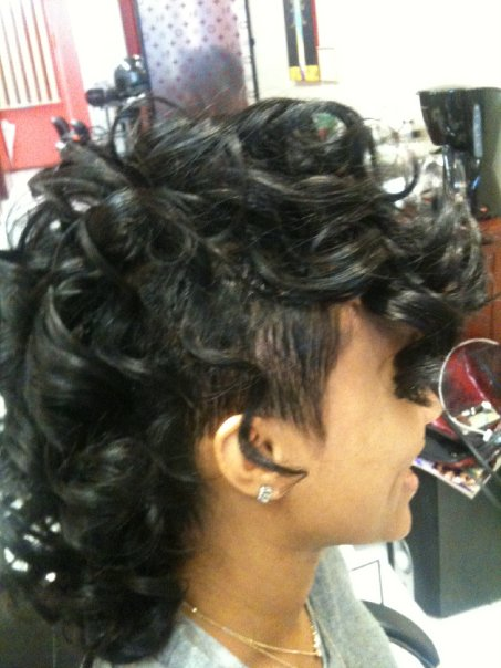 Exquisite Curly Mohawk Hairstyles For Girls & Women