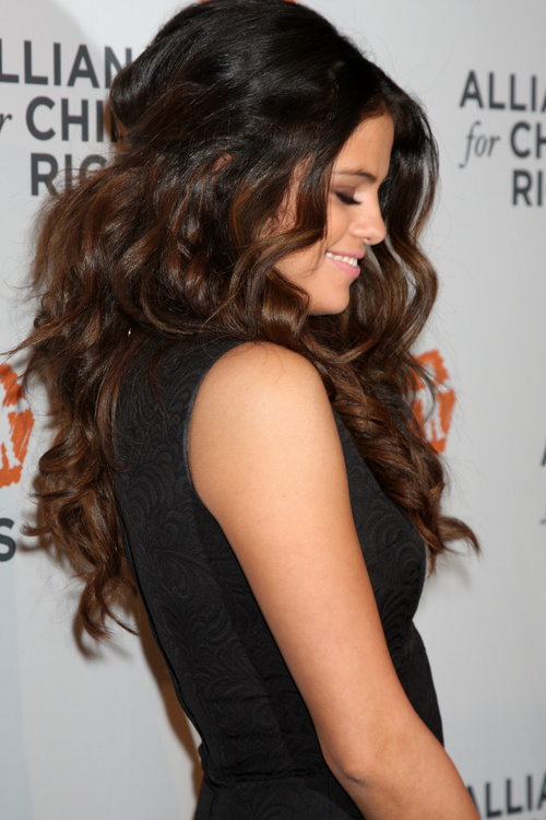 Long Hair Haircut Styles Selena Gomez Hairstyles  20 Best Hair Ideas For Thick Hair
