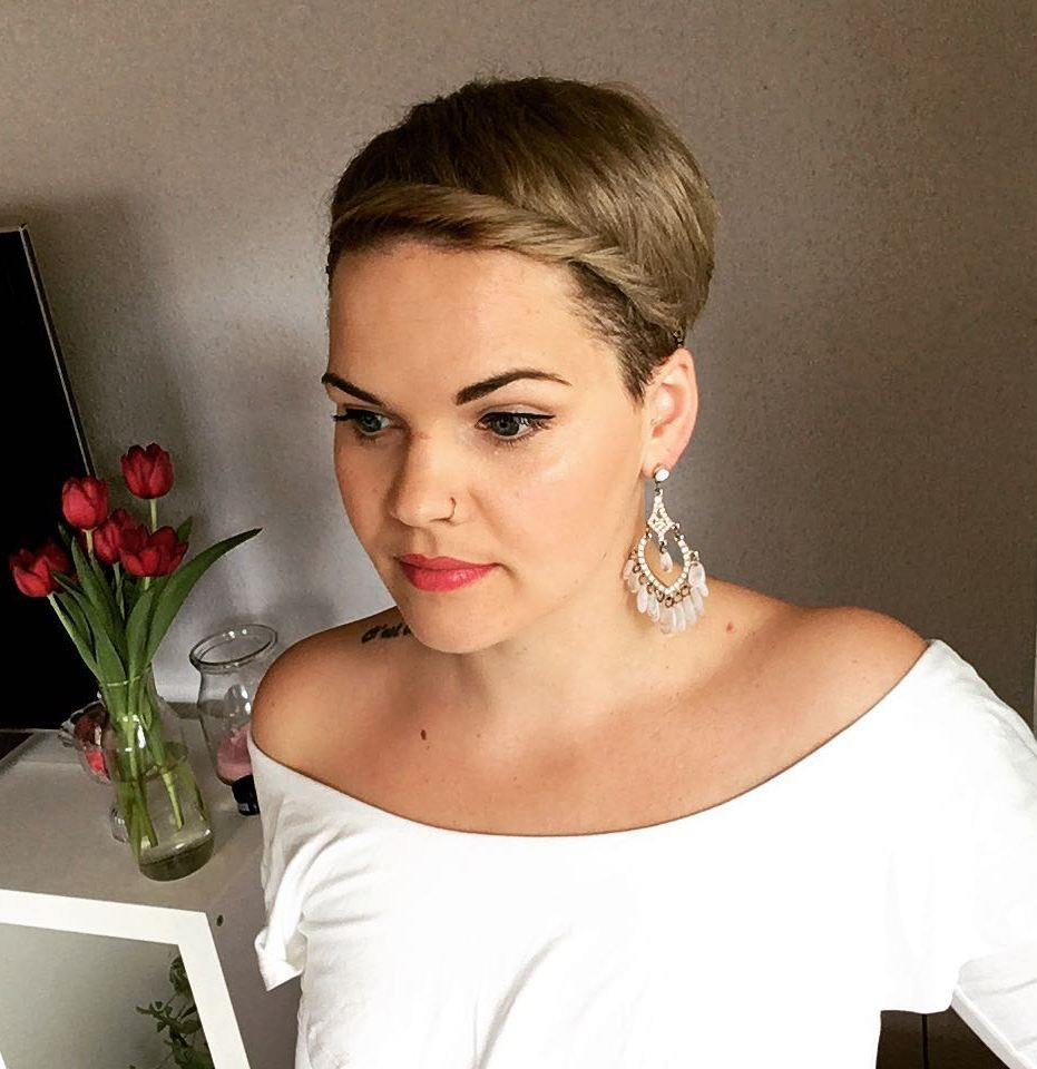 Formal Pixie Cut With Hairband
